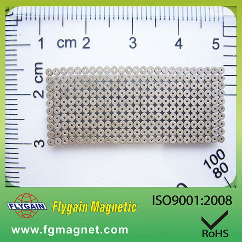 Mikromagnet pro motor hodinek