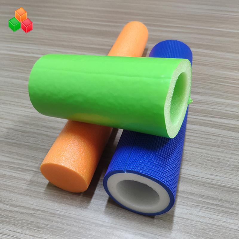 Vlastní tvar logo barva super měkké duté pěnové trubice PVC EVA EPE pěnová trubka pro vnitřní vybavení / balení dětských hřišť