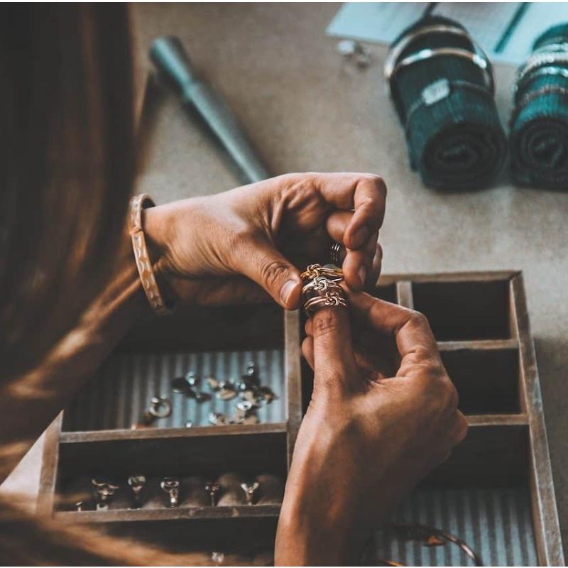 Tipy a triky na to, jak si dát šperky jako celebrity.
